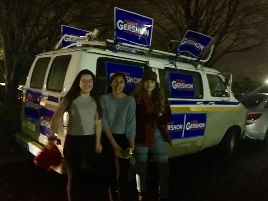 Ella Knibb, Daniella Lejarza and Sophia Borzilleri with the Perry-Mobile